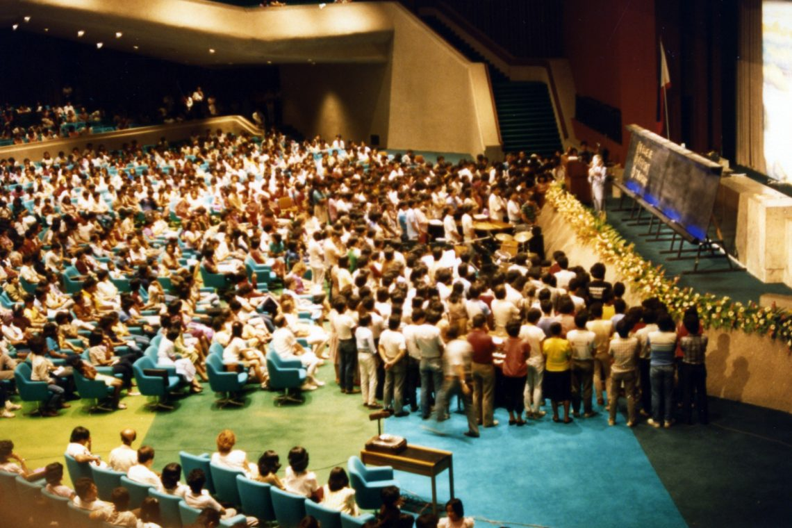 Manila 1984 Inside crowd