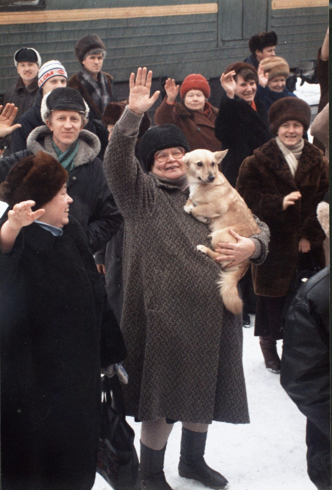 TSHE crowd with dog
